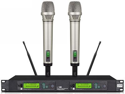 "QSN/韵强/英国)K103演出无线话筒,接收距离在150米 ""专为现场专业演出而设计,采用真分集设计,内置天线放大器,可实现多机连接使用,多机连接只使用两条天线. 具备超强抗干扰能力和宽阔稳定信号收发能力,专业级声音还原技术频响达到30Hz-18KHz 智能音量压缩,实现大动态声音传输,超低背景噪声,即使在复杂的环境中都可将人声发挥的淋漓尽致. 灵活的发射器频率设置和音量设置功能,音量设置可针对演出,采访,会议等不同使用模式.更有先进自动频率锁定功能,能快速反应,精确锁定所需工作频率. 双色背光LCD动态液晶显示屏,直观显示工作状态. 技术参数  P"