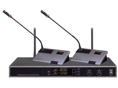 "QSN/韵强/英国)VD-6200一拖二无线鹅颈话筒 ""接收机参数(receiver parameter)  振荡方式(Oscillation: ): 锁相环频率合成(PLL syntheized) 频率范围(Carrier Ferquency Range):UHF 500MHz~900MHz 频率稳定性(Frequency Stability):±0.001\% 调制方式(Modulation Mode):FM 信噪比(S/N Ratio):>60dB 失真度(T.H.D):60dB 邻频干扰比(F/N Ratio):>80dB 动态范围"