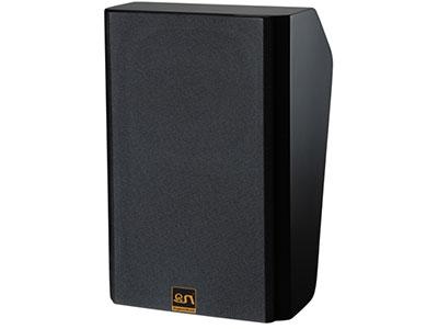 "QSN/韵强/英国)KH610影院主或环绕箱  ""该箱体用高密度板以及表面喷涂新型环保塑胶漆,质感细腻精致尽显高端大气。 箱体强度大、重量轻,发声时箱体震动更少,有效减少更多有害驻波、杂波,影音还原度更加真实,音质更好。多切面箱体设计以及120°BMC材料号角水平覆盖可以有效扩散声场,造就全方位立体                                                                               声场,非常出息的频响曲线,声音还原更真实,让你体现身临其境的感官;本箱体采用民用高档次ABS材料音"
