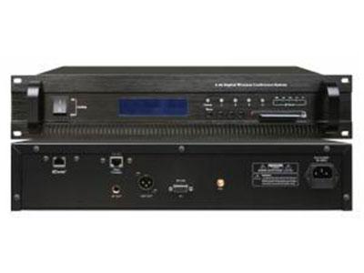 """澳雅声 2.4G无线数字会议主机AS-9240M """"功能特点 ↘数字加密跳频无线传输技术发言内容保密性好,高保真,信噪比高。使用独有的新型防啸叫单指向高灵敏度电容咪芯,使会议声音几近完美。 ↘全球公用2.4G ISM频段(2400-2483MHz),信号覆盖范围内可任意移动,使会场布置便捷灵活。 ↘针对会议应用独立研发的数据通信算法,使信号范围内,系统响应速度不受列席单元多少影响。用户可灵活增减列席单元。最多可用250个话筒单元,其中主席数量≤250。 ↘具有轮替1-2-3、限制1-2-3、主席专有多种会议发言模式,主控机可外接视像主机,实现会"""