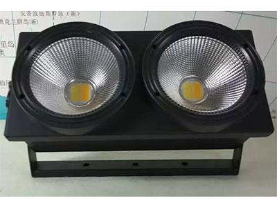 """美辉 2眼COB观众灯MH-DB02A """"输入电压:AC90-230V/50Hz  功   率:200W  光   源:2颗100瓦添鑫灯珠 发光颜色:白光 暖白光 发光角度:60° 控制模式:DMX/主从/自走 DXM通道:4/8CH通道 色   温:3000-5600K 包装尺寸:   (1台/箱) 净    重:8.5kg"""""""