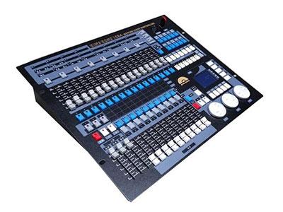 """美辉  1024控台MH-K1024 """"DMX512/1990标准,超大1024个DMX控制通道,光电隔离信号输出。 超大控制96台电脑灯或96路调光,使用珍珠灯库。 内置图形轨迹发生器,有135个内置图形,方便用户对电脑灯进行图形轨迹控制,如画圆、螺旋、彩虹、追逐等多种效果。图形参数(如:振幅、速度、间隔、波浪、方向)均可独立设置。 60个重演场景,用于储存多步场景和单步场景。多步场景多可储存600步。 带背光的LCD显示屏,中英文显示 关机数据保持。 U盘备份和升级。 专业鹅颈工作灯,适合室内外演出使用。 电源:AC 9"""