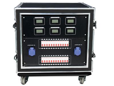 """美辉  24路直通柜MH-ZT4000 """"供电:三相五线制AC380V±10%,频率50Hz±5%. 输入额定电流:400A犀牛插输入 ,最大24路×4KW   可选可用于任何负载. 设有225A总开关,过载与短路双重保护高分断空气开关. 三相独立电压,电流,监测,三相A.B.C指示灯指示. 三种输出方式可选:胶木插40A、16A防水插、19芯插   外形尺寸:国际标准9U 13U  14U"""""""