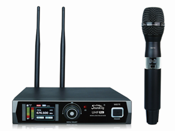 音王W97R/TH 無線一拖一手持話筒 工作范圍 100米可視系統 動態范圍 >100 dB A-加權 音頻響應 20 Hz-18 kHz 信噪比 >90 dB 總諧波失真 50 dB 操作電壓 12~15V 尺寸 2l5 x215 x45(mm) 重量 0.95KG 手持發射器 咪芯 動圈式 輸入增益范圍 30 dB 射頻輸出功率 10 mw/ 30mw可選 電源要求 2只AA(LR6)堿性電池 電池使用時間 可達15小時 尺寸 36 x245(mm) 重量 0. 28KG