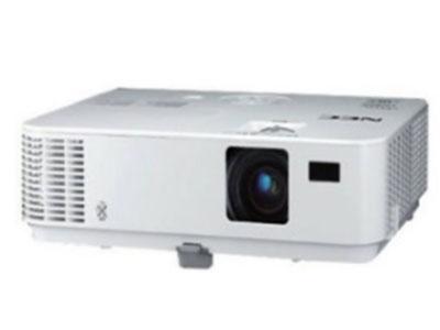 NEC  V302X+ 支持连续、蓝光、上下、左右多种3D格式,支持DLP link 3D技术,可实现自动开机、自动信号搜索、7秒投影、0秒关机,支持水平梯形校正,灯泡功率195W,显示芯片0.55英寸节能模式下6000小时光源寿命,手动变焦和手动聚焦,投射距离1.19-13.11米,投射尺寸30-300英寸,投射比1.95-2.15:1,内置8W单声道扬声器