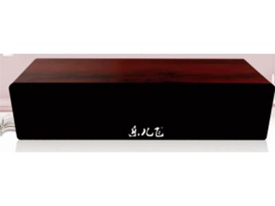 宇时代 D12可挂墙上 高密度木质材料,音质纯正厚重,大体积腔体USB供电,避免传统音响携带变压器的不便,单位声音强度更大低音劲而清爽。