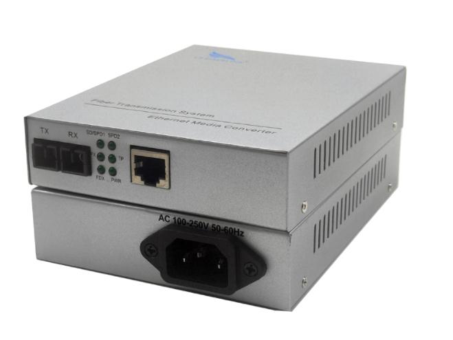长飞 千兆 一光1电 单模双纤 内置 CF-102GSN-20千兆自适应光纤收发器: 光纤收发器(也称光电转换器)是将10/100/1000M以太网的电接口与光接口之间的转换