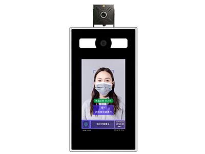 阿丽塔  测温人脸识别机 1 .双眼照相机有效活体检查  双目红外照相机能有效区分生物和照片,拒绝虚假的攻击行为  2 .极速脸部识别  利用最新的MxNet深度学习框架,基于聚类算法对千万级人脸数据进行聚类分析,实现了世界领先的人脸识别能力  3 .设备的本地面孔库完成面孔对照  当地处理5000人脸库,超高综合识别精度(99.7\% ),人脸库存容量2至5W  4 .离线模式下,业务不会持续影响